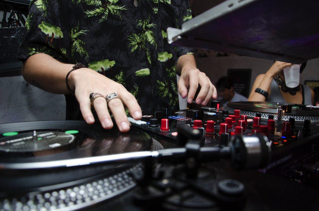 audio-close-up-club-332688