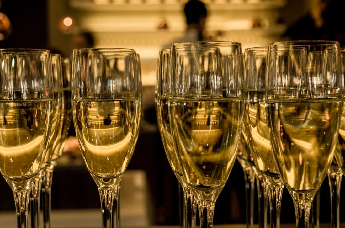 new-year-s-eve-ceremony-champagne-sparkling-wine-3941 (1)